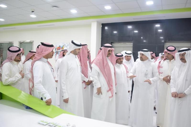 -جامعة-الملك-خالد-يزور-تقنية-المعلومات-ويشيد-بجهود-منسوبيها