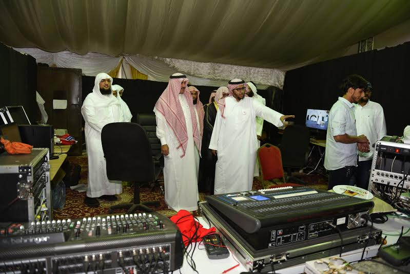 مدير جامعة الملك خالد يزور خيمة أبها السياحية الدعوية 2
