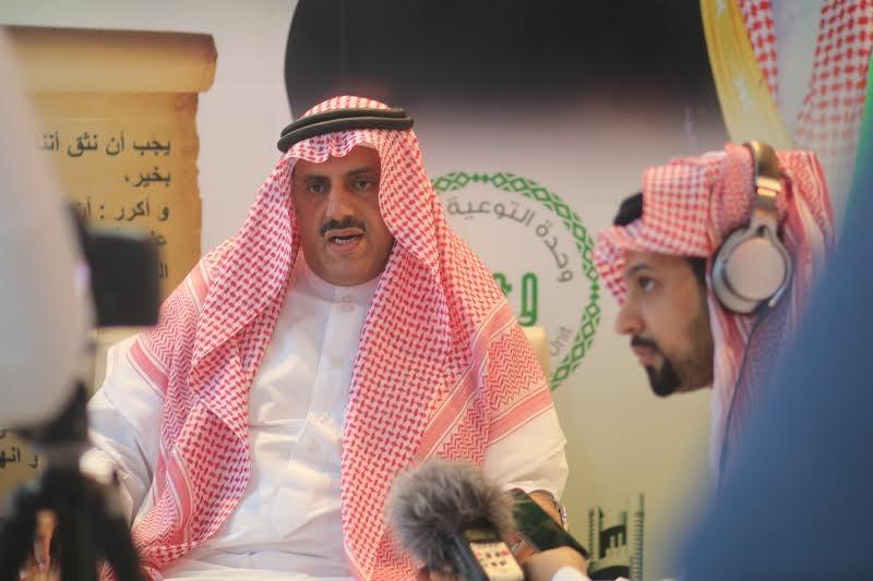 مدير جامعة الملك خالد يزور خيمة أبها السياحية الدعوية 4