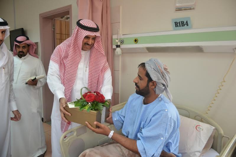 مدير جامعة الملك خالد يزور مصابي الحد الجنوبي 1