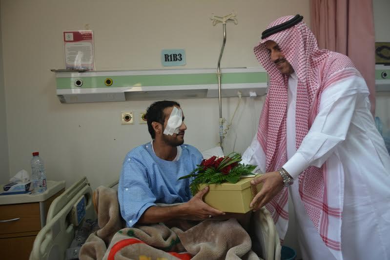 مدير جامعة الملك خالد يزور مصابي الحد الجنوبي 2