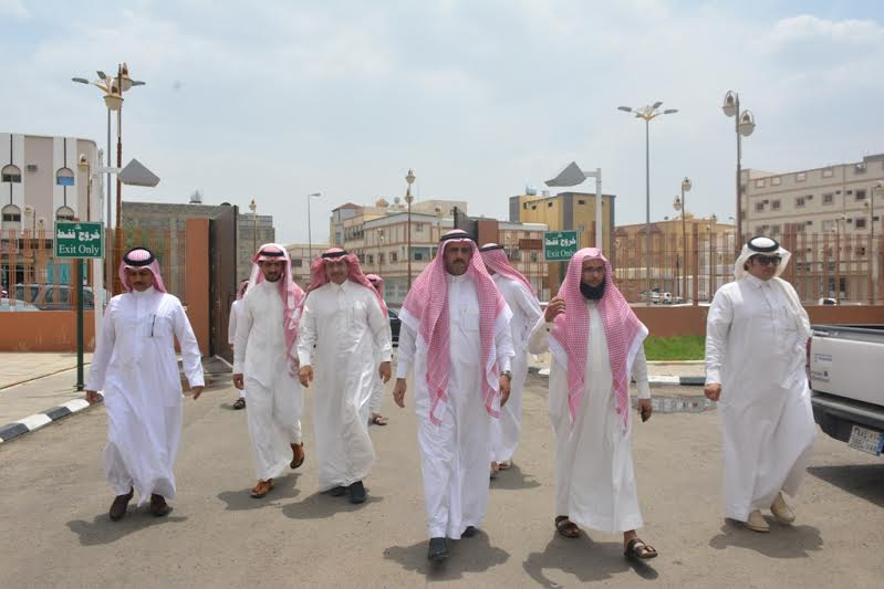 مدير جامعة الملك خالد يزور مصابي الحد الجنوبي 3