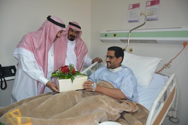 مدير جامعة الملك خالد يزور مصابي الحد الجنوبي