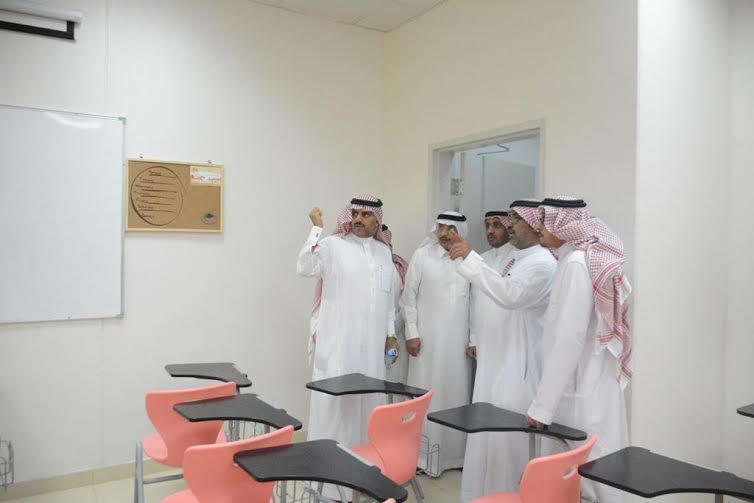 مدير جامعة الملك خالد يطالب بسرعة تسليم عدداً من المباني المستعجلة 2