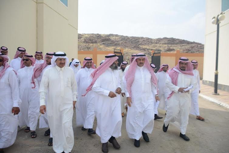 مدير جامعة الملك خالد يطالب بسرعة تسليم عدداً من المباني المستعجلة 3