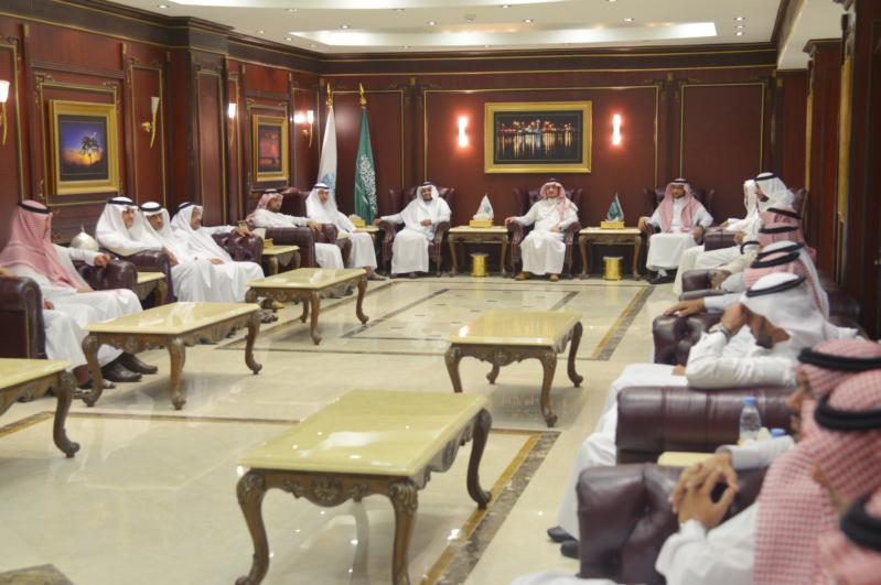 مدير جامعة جازان الدكتور مرعي بن حسين القحطاني (2)