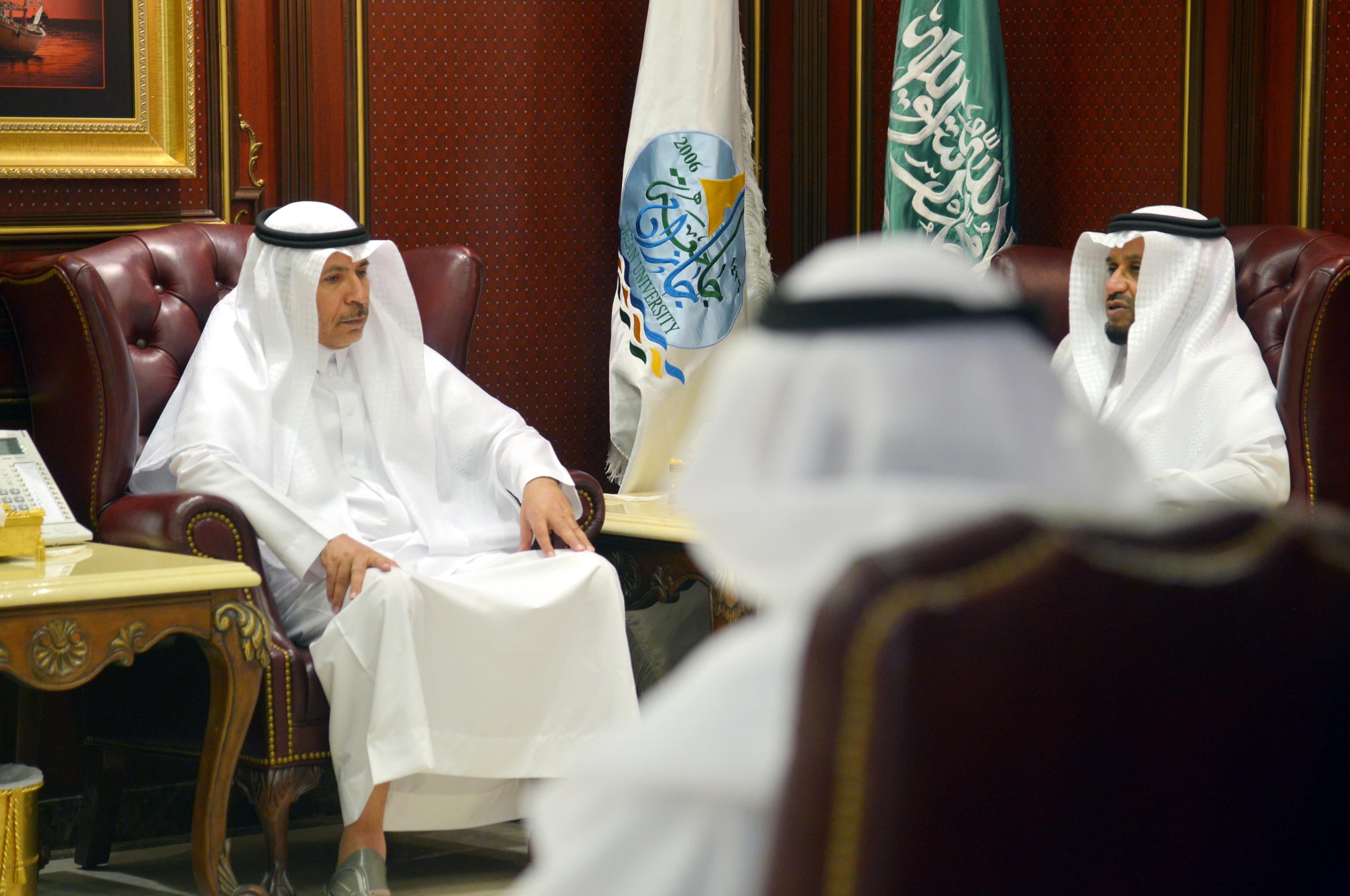 مدير جامعة جازان الدكتور مرعي بن حسين القحطاني (3)