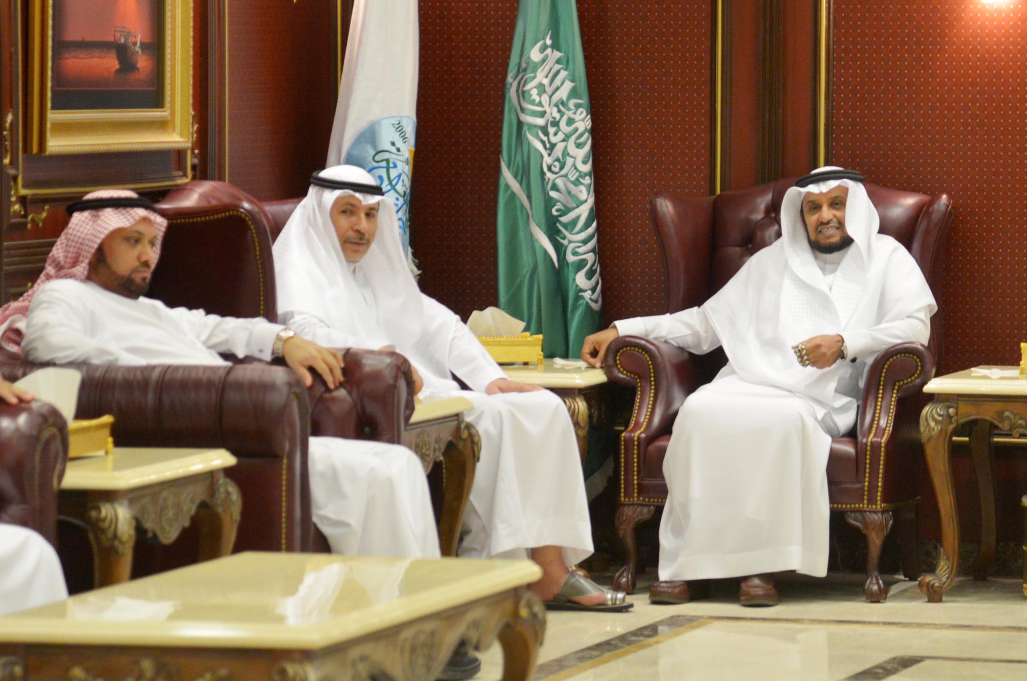 مدير جامعة جازان الدكتور مرعي بن حسين القحطاني (4)
