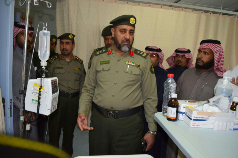 مدير جوازات الشمالية يزور النقيب العنزي بمستشفى رفحاء1