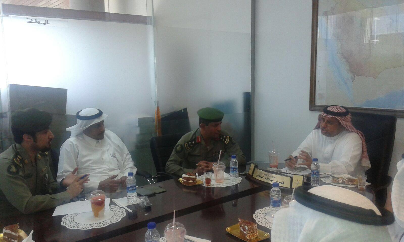 مدير جوازات منطقة عسير يتفقد جوازات مطار ابها الإقليمي ويلتقي مدير عام المطار (2)