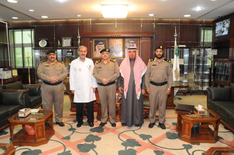 مدير شرطة #الجوف يكرم مدير إدارة مكافحة التدخين (3)