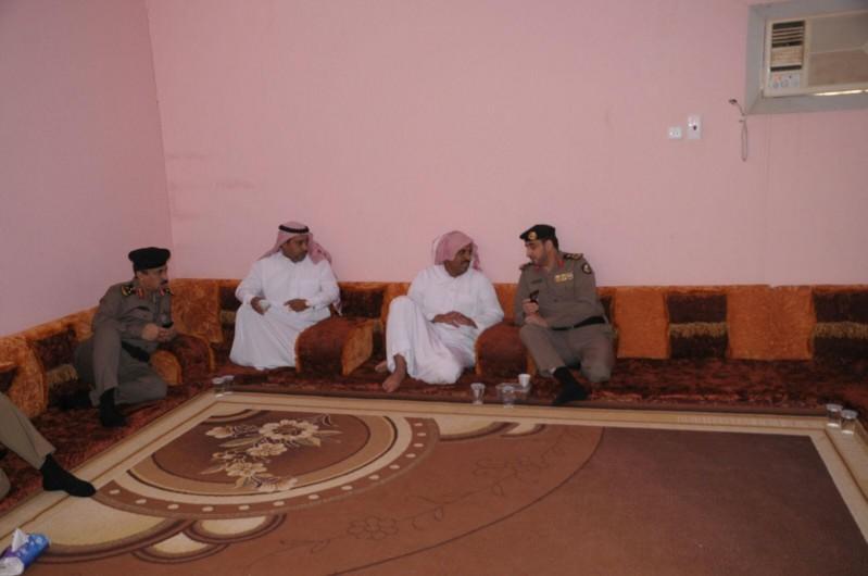 مدير شرطة حائل يزور ذوي المتوفين 11