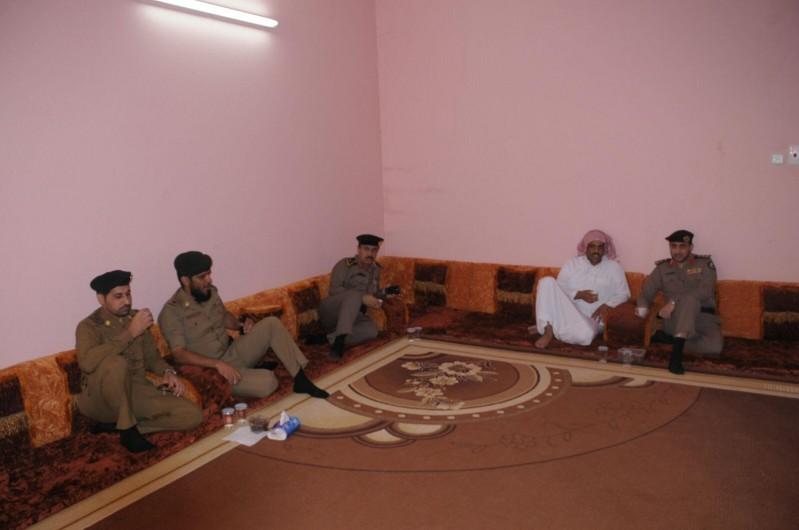 مدير شرطة حائل يزور ذوي المتوفين 13