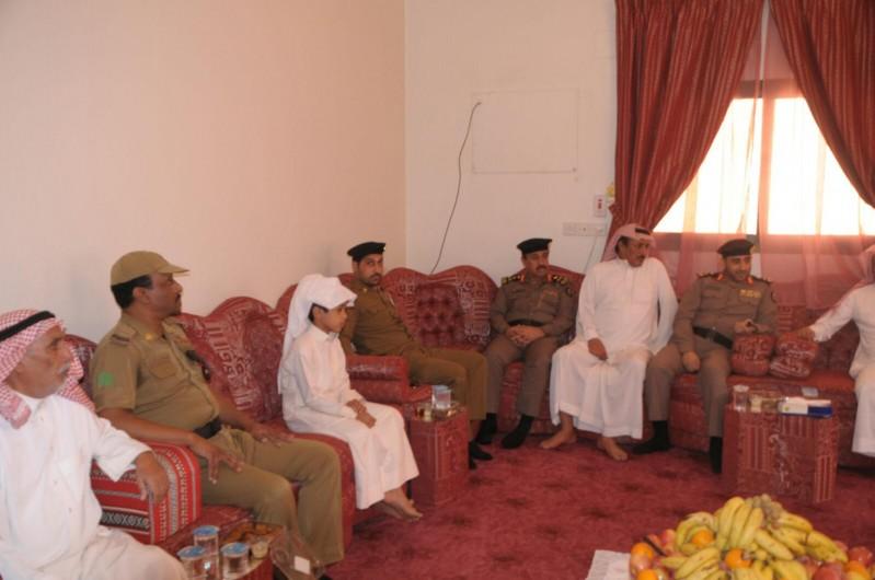 مدير شرطة حائل يزور ذوي المتوفين