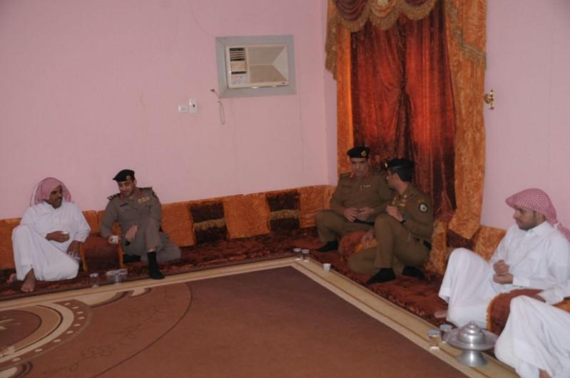 مدير شرطة حائل يزور ذوي المتوفين 8
