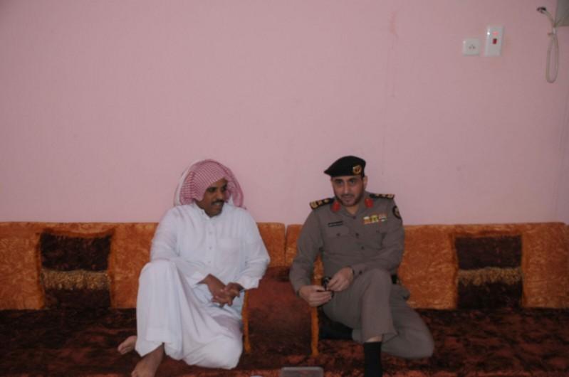 مدير شرطة حائل يزور ذوي المتوفين 9