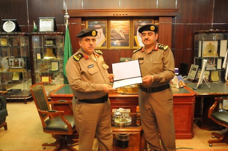 مدير شرطة منطقة الجوف يكرم عددا من ضباط وأفراد شرطة