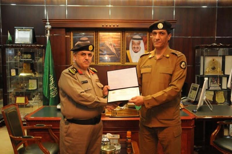 مدير شرطة منطقة الجوف يكرم عددا من ضباط وأفراد شرطة1