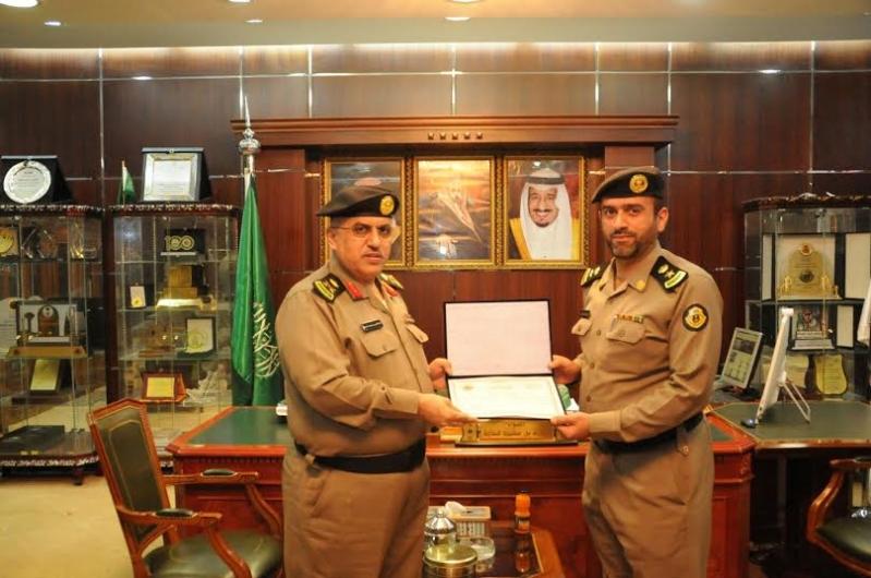 مدير شرطة منطقة الجوف يكرم عددا من ضباط وأفراد شرطة2