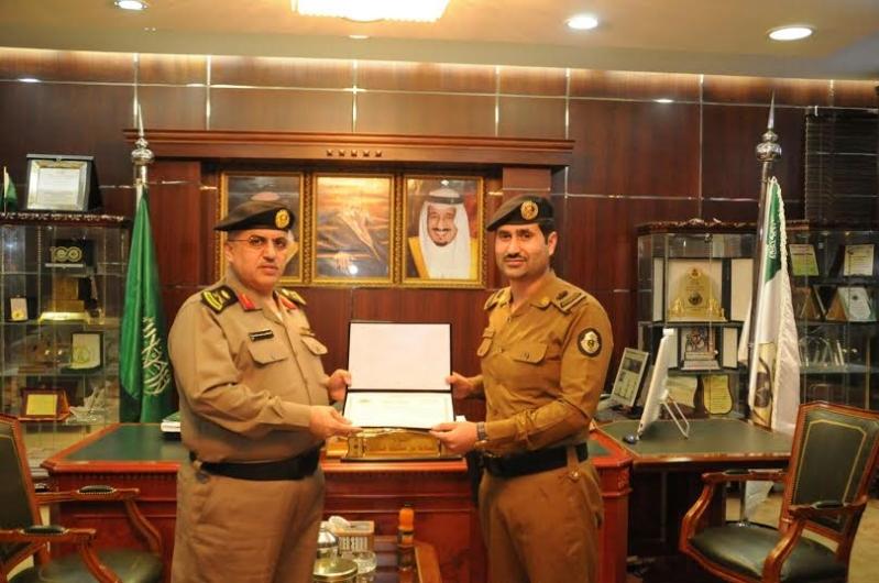 مدير شرطة منطقة الجوف يكرم عددا من ضباط وأفراد شرطة4