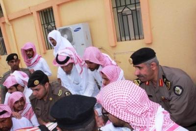 مدير شرطة منطقة عسير يتقدم المصلين على الرقيب الاسمري الذي تعرض لدهس من قبل جاني ببارق  1