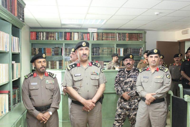 مدير شرطة منطقة عسير يفتتح المركز الثقافي بالمديرية (2)