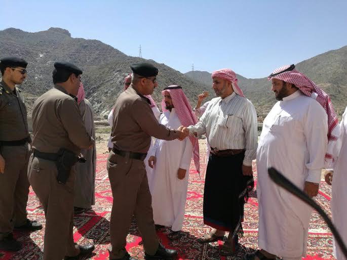 مدير شرطة منطقة عسير يقدم وأحب العزاء في الرقيب جبران ال مفتاح 2