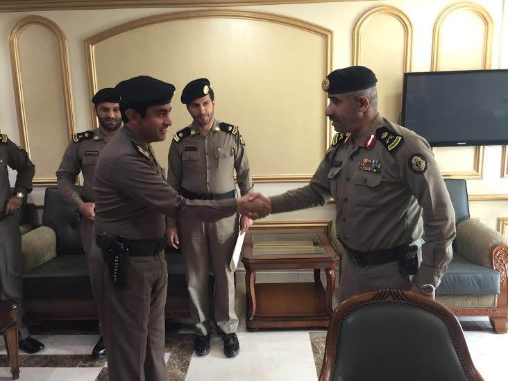 مدير شرطة منطقة عسير يقلد عدد من الضباط رتبهم الجديدة 1