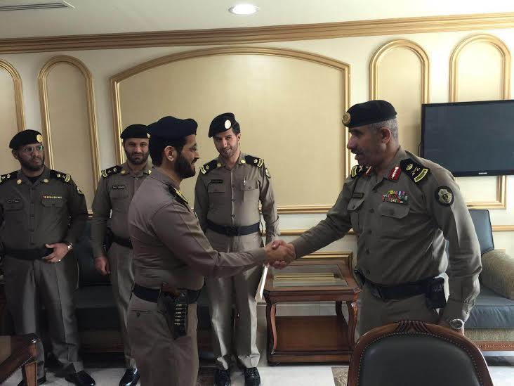 مدير شرطة منطقة عسير يقلد عدد من الضباط رتبهم الجديدة 2