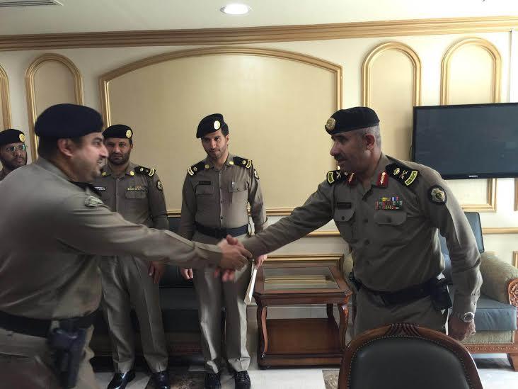 مدير شرطة منطقة عسير يقلد عدد من الضباط رتبهم الجديدة 3