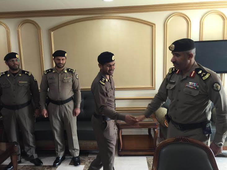 مدير شرطة منطقة عسير يقلد عدد من الضباط رتبهم الجديدة 5