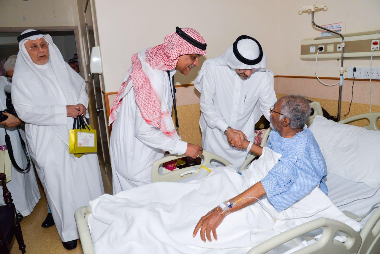 مدير صحة جدة يهيب بالعاملين في المستشفيات لبذل المزيد من الجهود  (2)