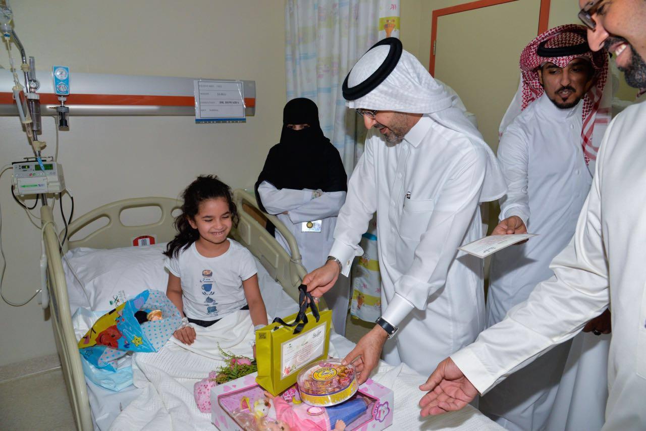 مدير صحة جدة يهيب بالعاملين في المستشفيات لبذل المزيد من الجهود  (4)