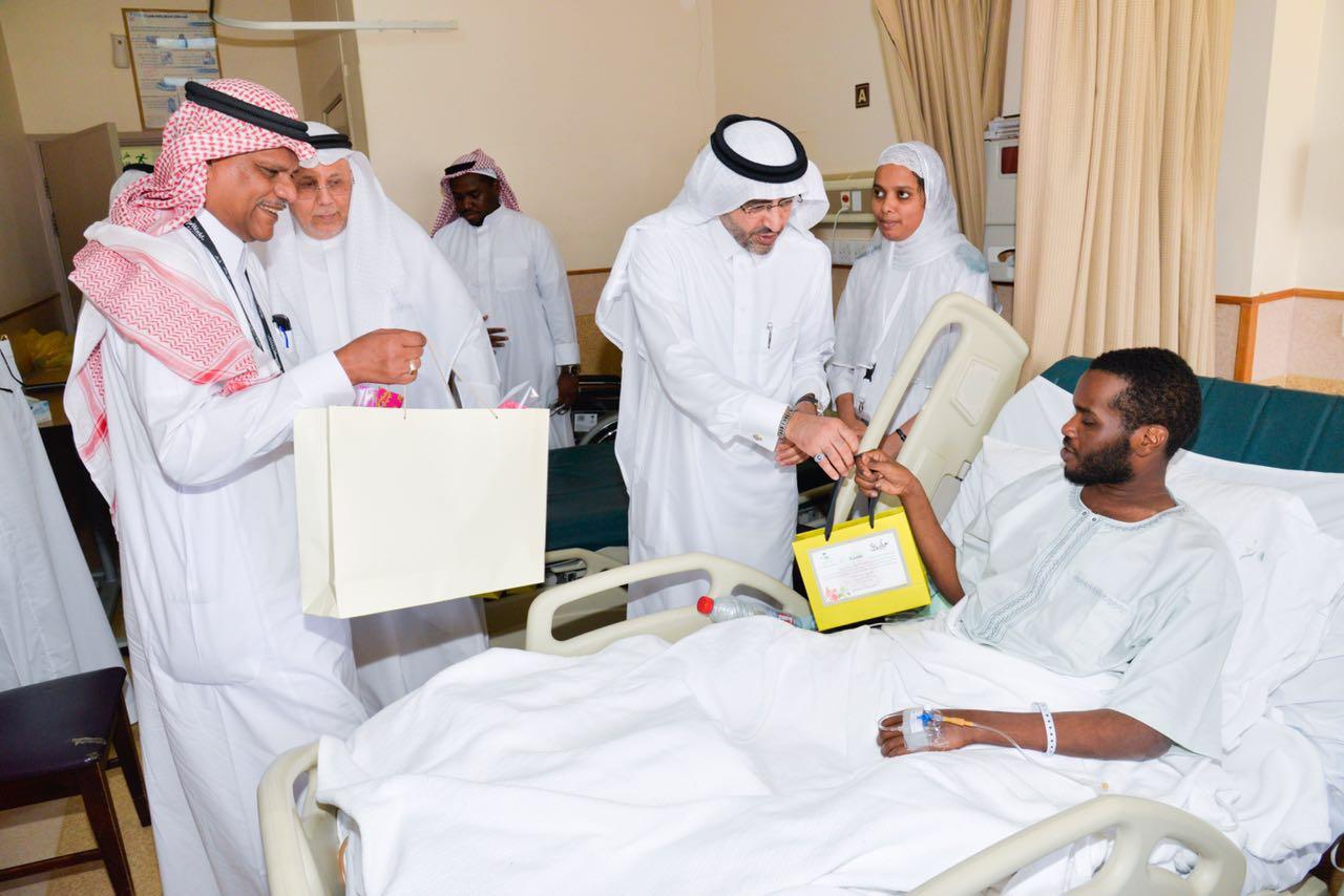 مدير صحة جدة يهيب بالعاملين في المستشفيات لبذل المزيد من الجهود  (7)