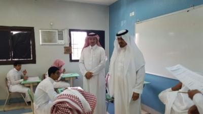 مدير عام التعليم في منطقة عسير جلوي آل كركمان يقوم بزيارة  عدد من المدارس 2