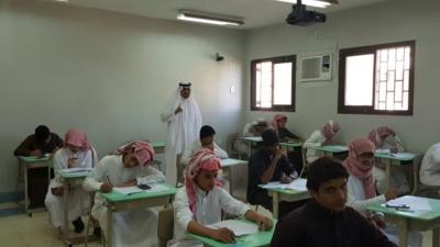 مدير عام التعليم في منطقة عسير جلوي آل كركمان يقوم بزيارة  عدد من المدارس