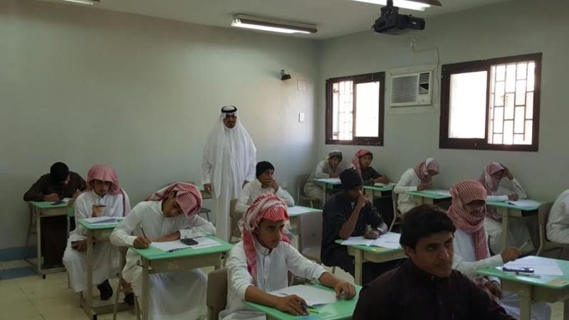 مدير عام التعليم في منطقة عسير جلوي آل كركمان يقوم بزيارة  عدد من المدارس 5