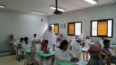 مدير عام التعليم في منطقة عسير جلوي آل كركمان يقوم بزيارة  عدد من المدارس4