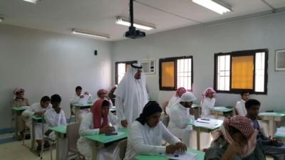 مدير عام التعليم في منطقة عسير جلوي آل كركمان يقوم بزيارة  عدد من المدار1س