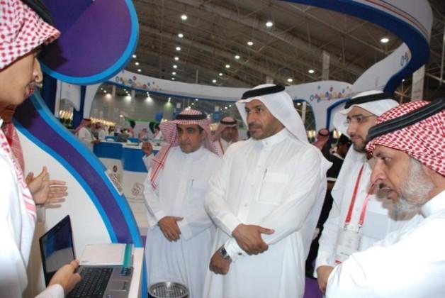 مدير عام تعليم الرياضض يزور مهرجان العلوم والابداع (2)