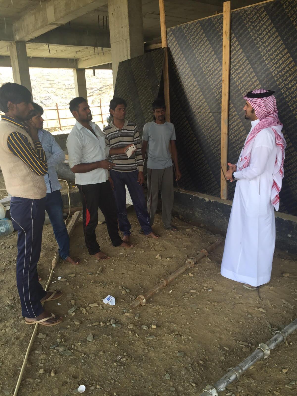مدير عمل #الباحة يوجه بتأمين سكن ودفع رواتب عمالة متظلمة - المواطن