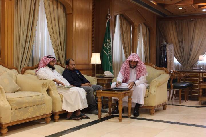 مدير فرع الشؤون الإسلامية بالرياض يستقبل مسلم جديد (2)
