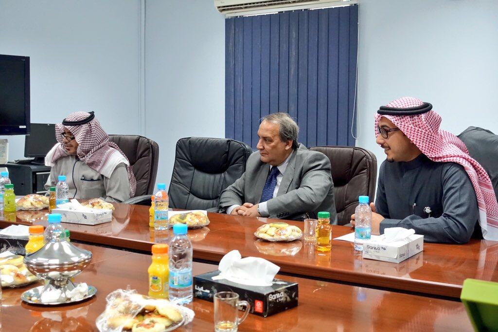 مدينة الامير محمد الطبية تبحث اليات التدريب والابتعاث مع جامعة الجوف (2)