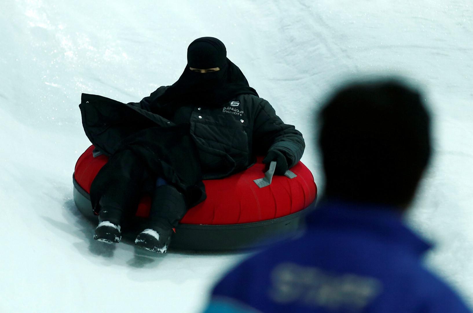 مدينة الثلج تفتح أبوابها في قلب الرياض اللاهب (4)