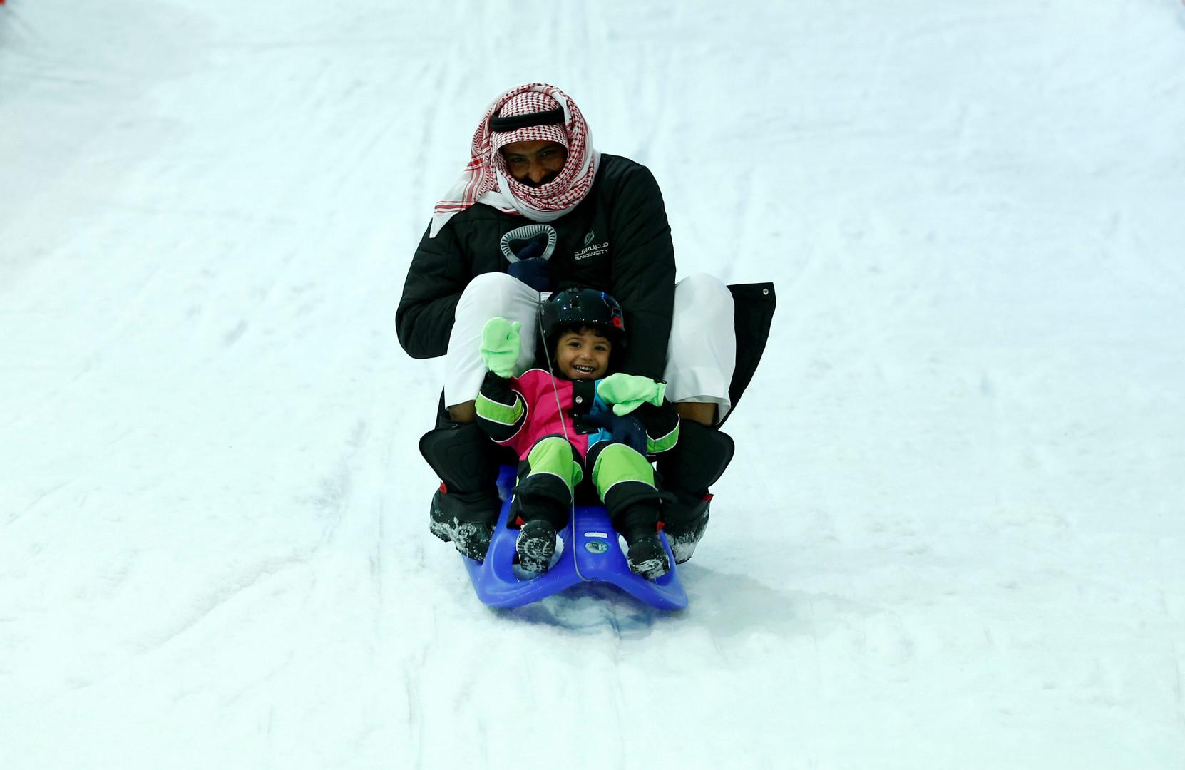 مدينة الثلج تفتح أبوابها في قلب الرياض اللاهب (6)