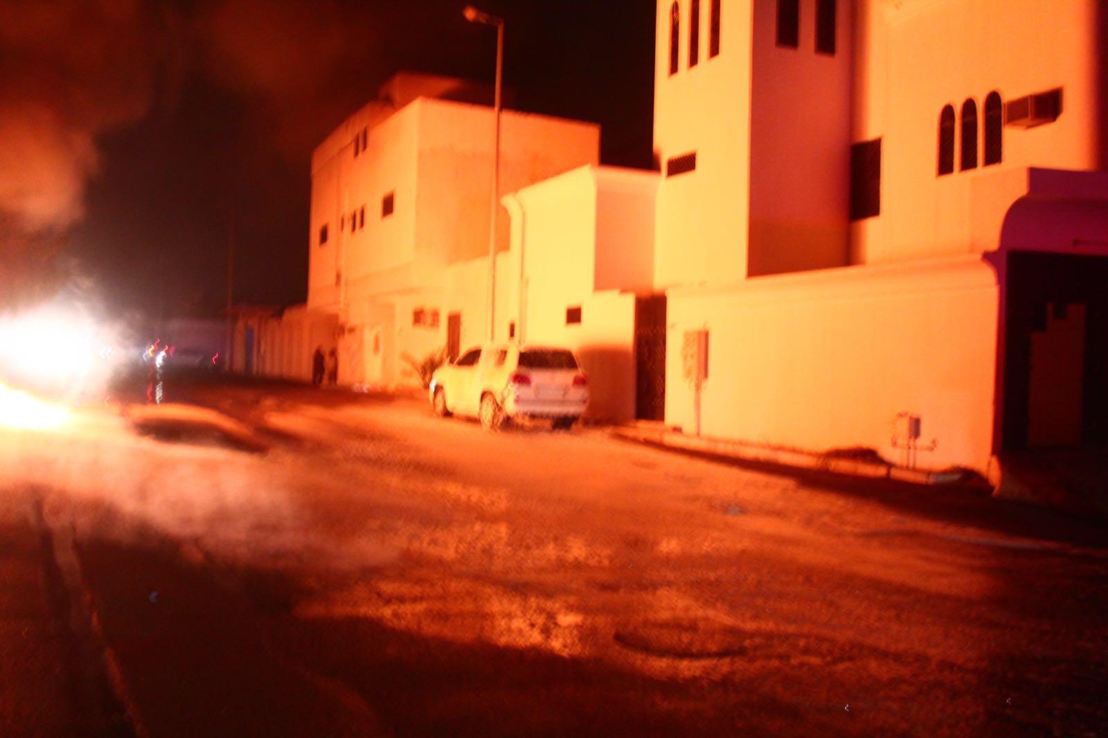 مدينة بريدة يخمد حريق اندلع بمحول كهربائي (2)