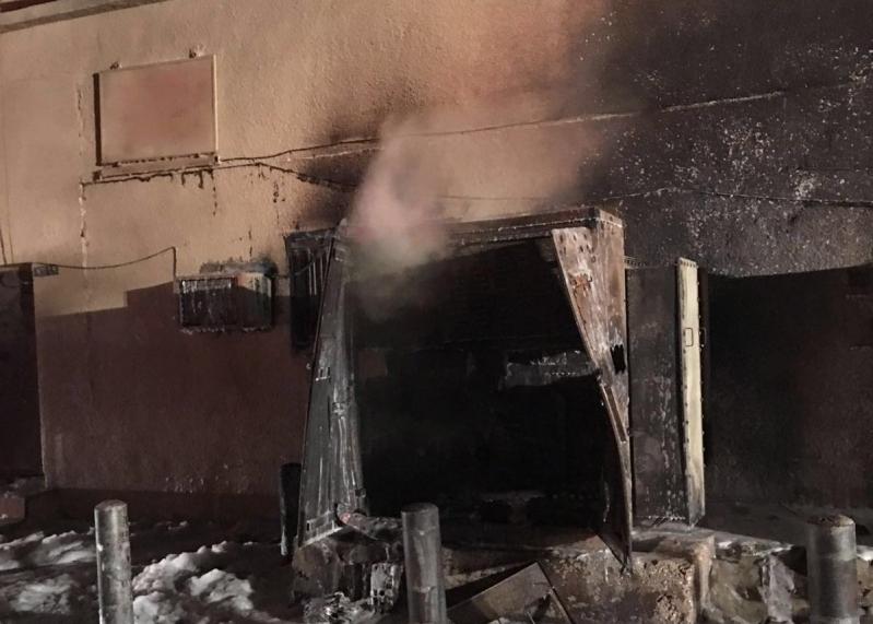 مدينة بريدة يخمد حريق اندلع بمحول كهربائي (3)