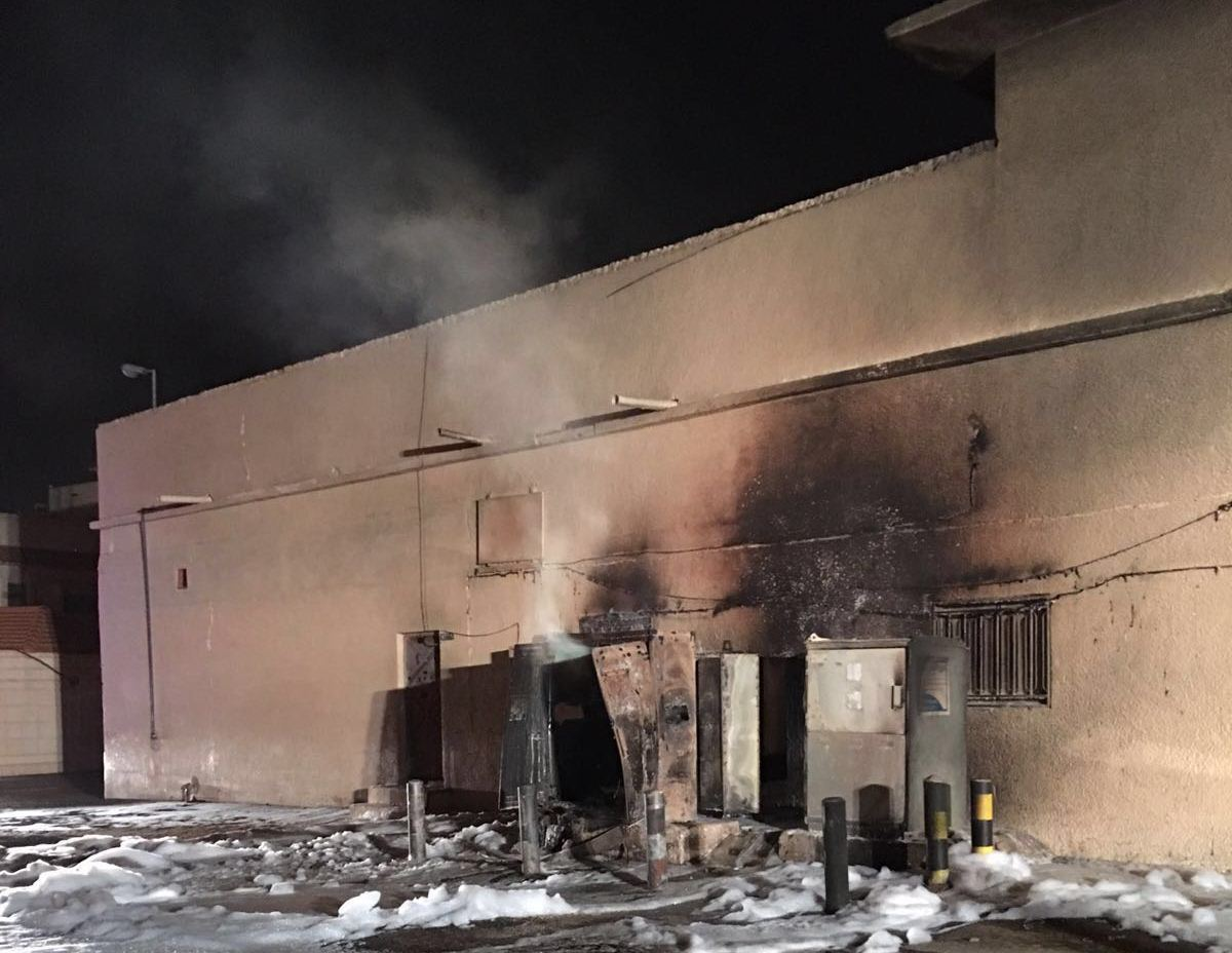 مدينة بريدة يخمد حريق اندلع بمحول كهربائي (4)