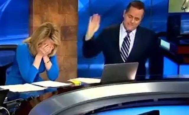 بالفيديو.. مذيعة تنفجر من الضحك بسبب موقف محرج على الهواء - المواطن