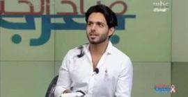 مذيع ام بي سي يحلق شعره على الهواء